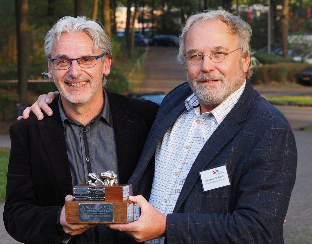 Sam Spaargaren en Romano de Bock ontvangen Hunebed Trofee